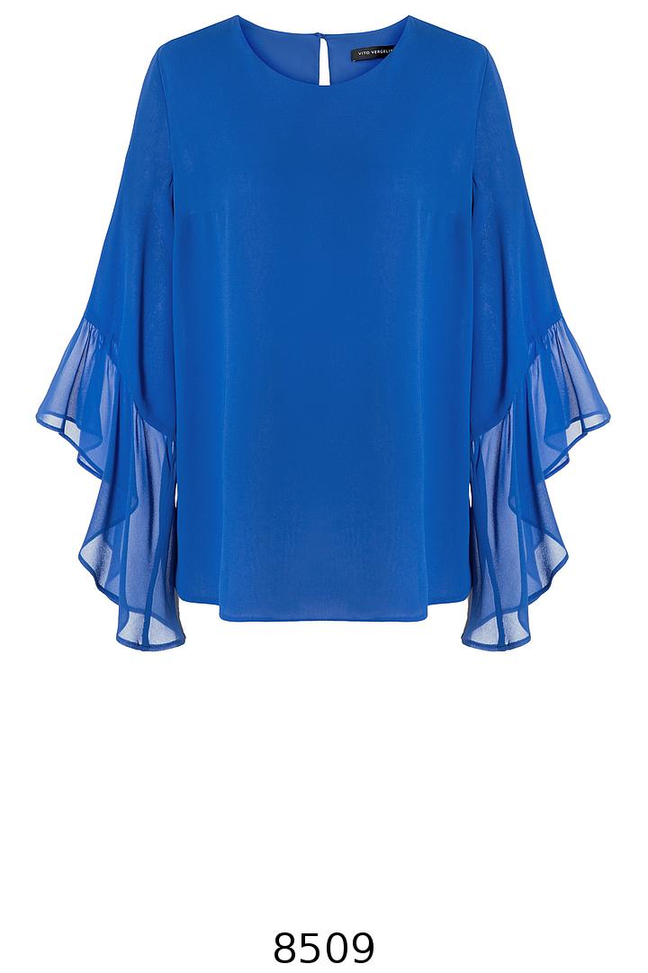 kobaltowa bluzka z szyfonu z falbaną przy rękawie marki Vito Vergelis