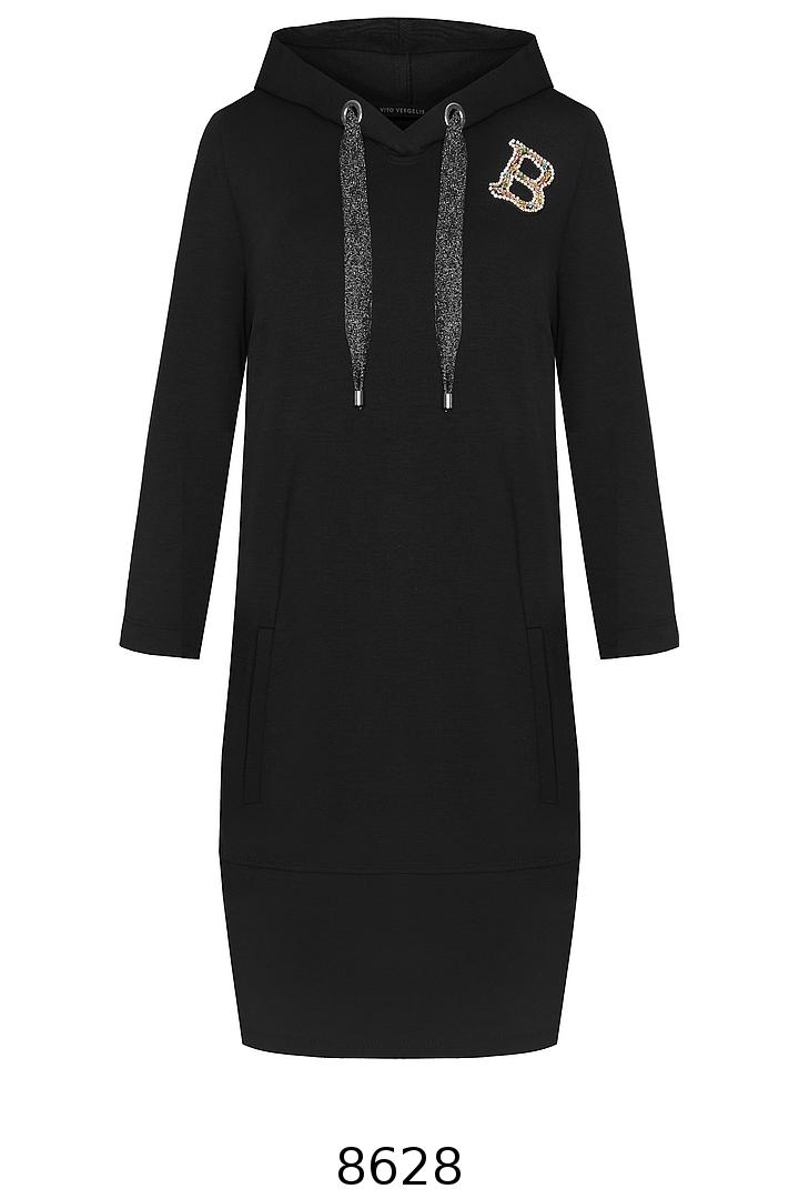 Czarna sukienka z kapturem z literką i ozdobną taśmą Vito Vergelis