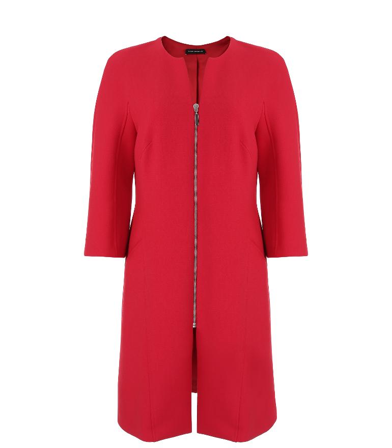klasyczny, czerwony płaszcz na wiosnę