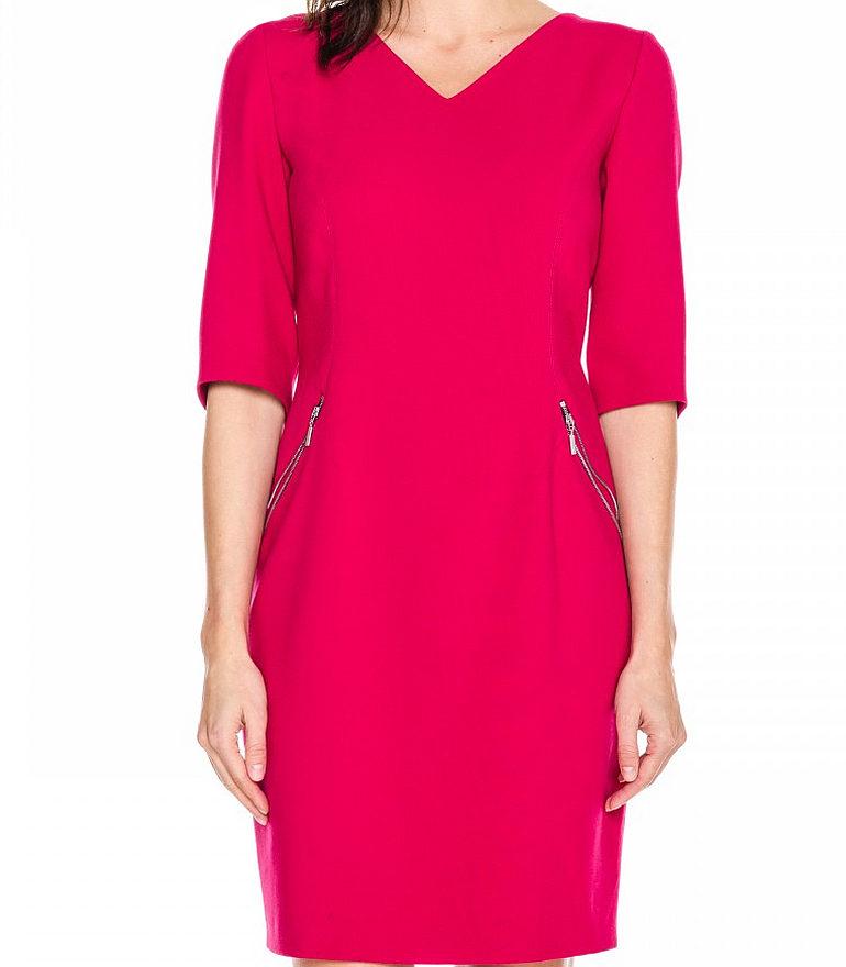 czerwona sukienka z ozdobnymi suwakami