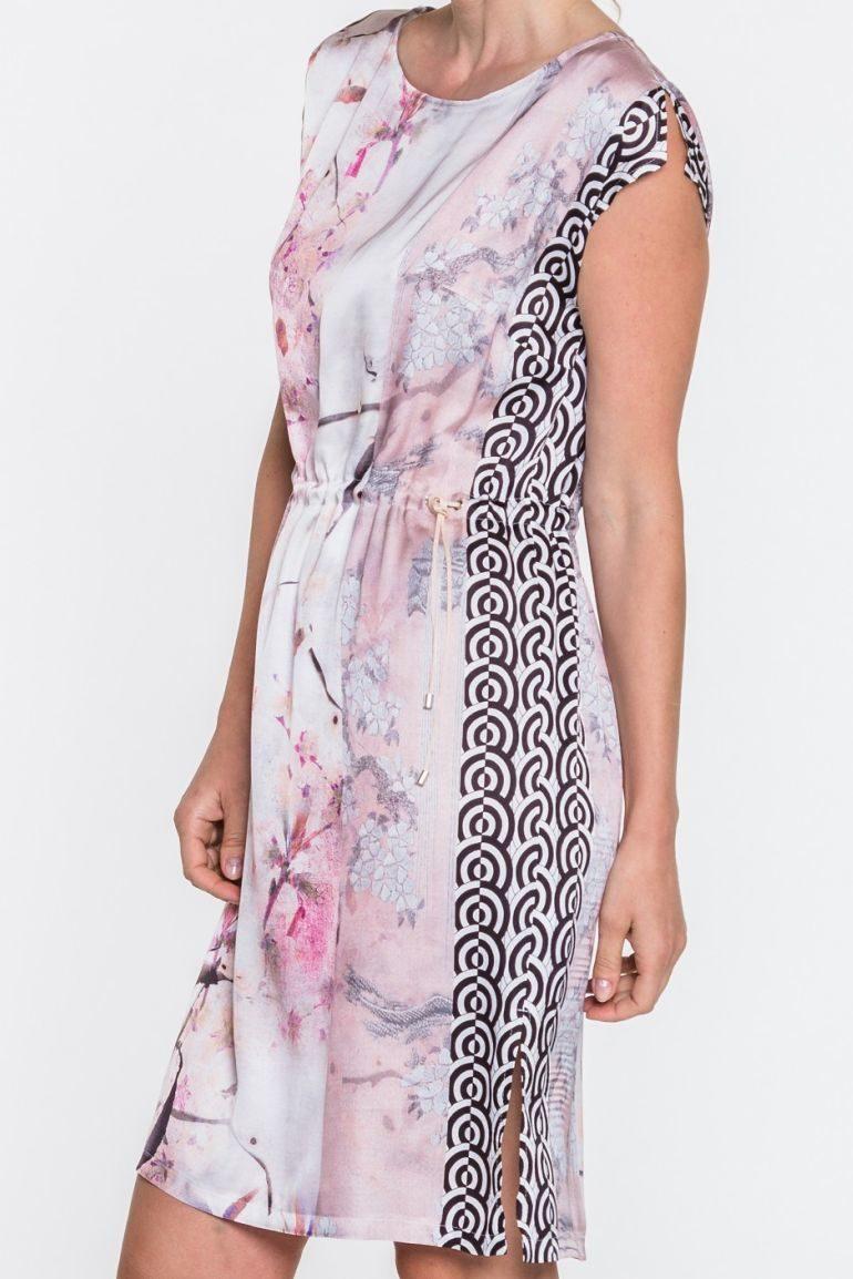 Ściągana pastelowa sukienka w ptaszki