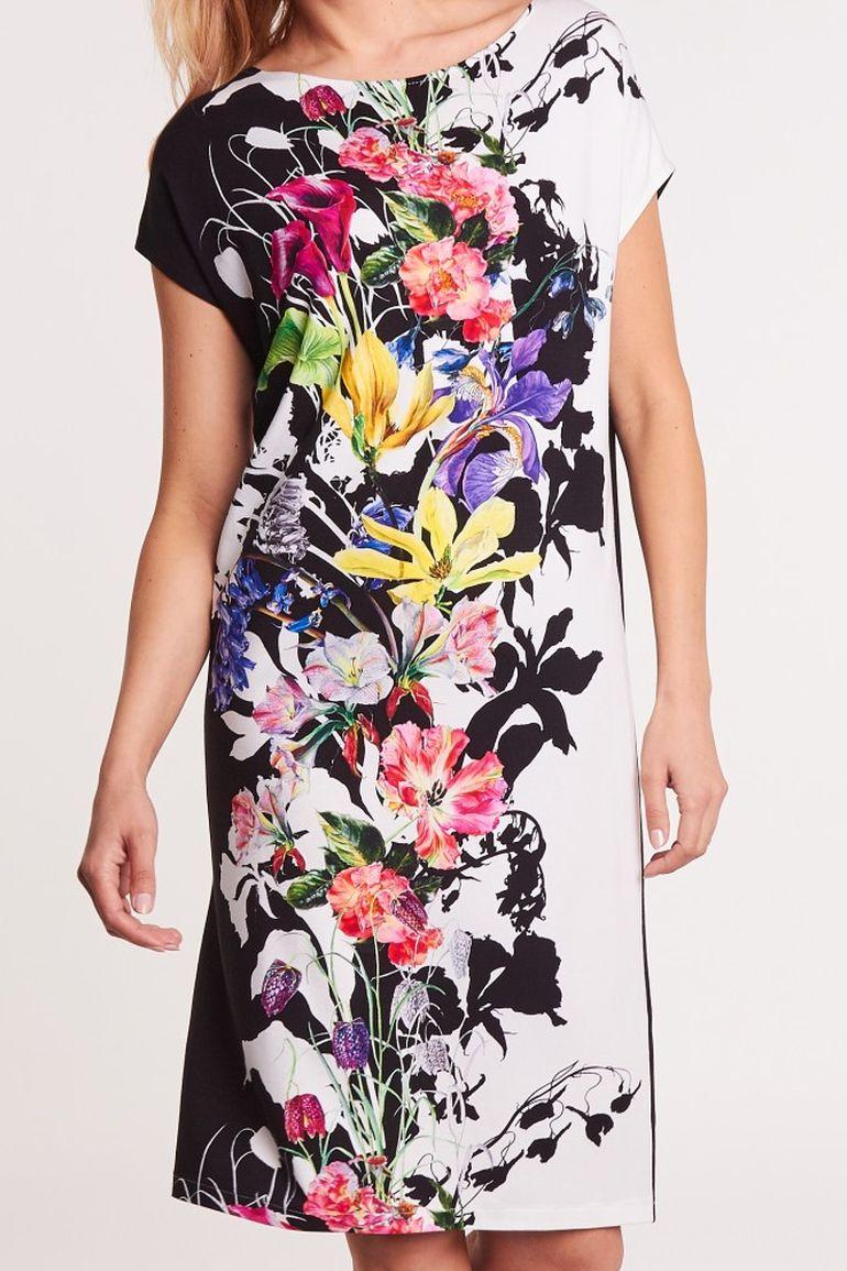 Dzianinowa sukienka w duże kwiaty