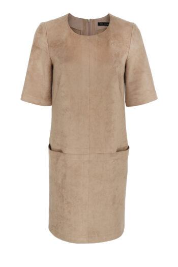 beżowa zamszowa sukienka z przeszyciami i krótkim rękawem marki Vito Vergelis