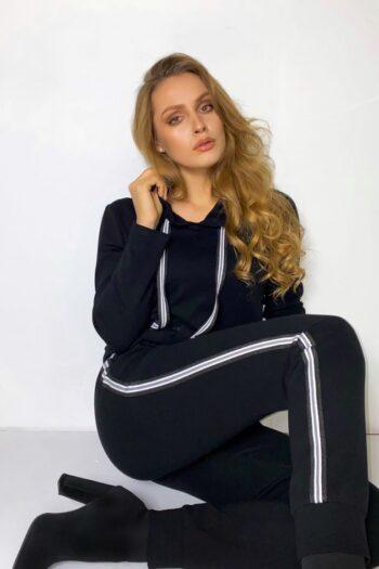 czarna bluza damska z kapturem i spodnie dresowe. czarny dres damski z lampasami marki Vito Vergelis