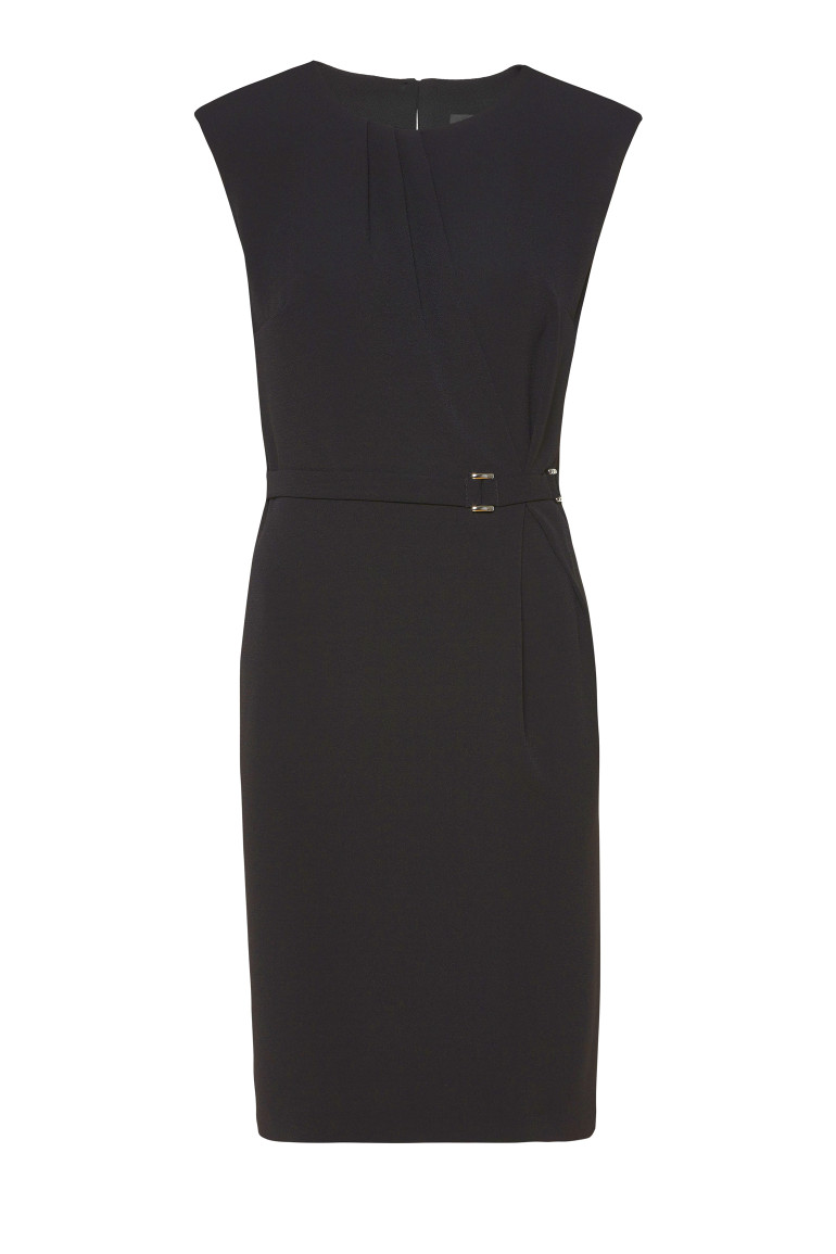 Czarna sukienka z klamrą