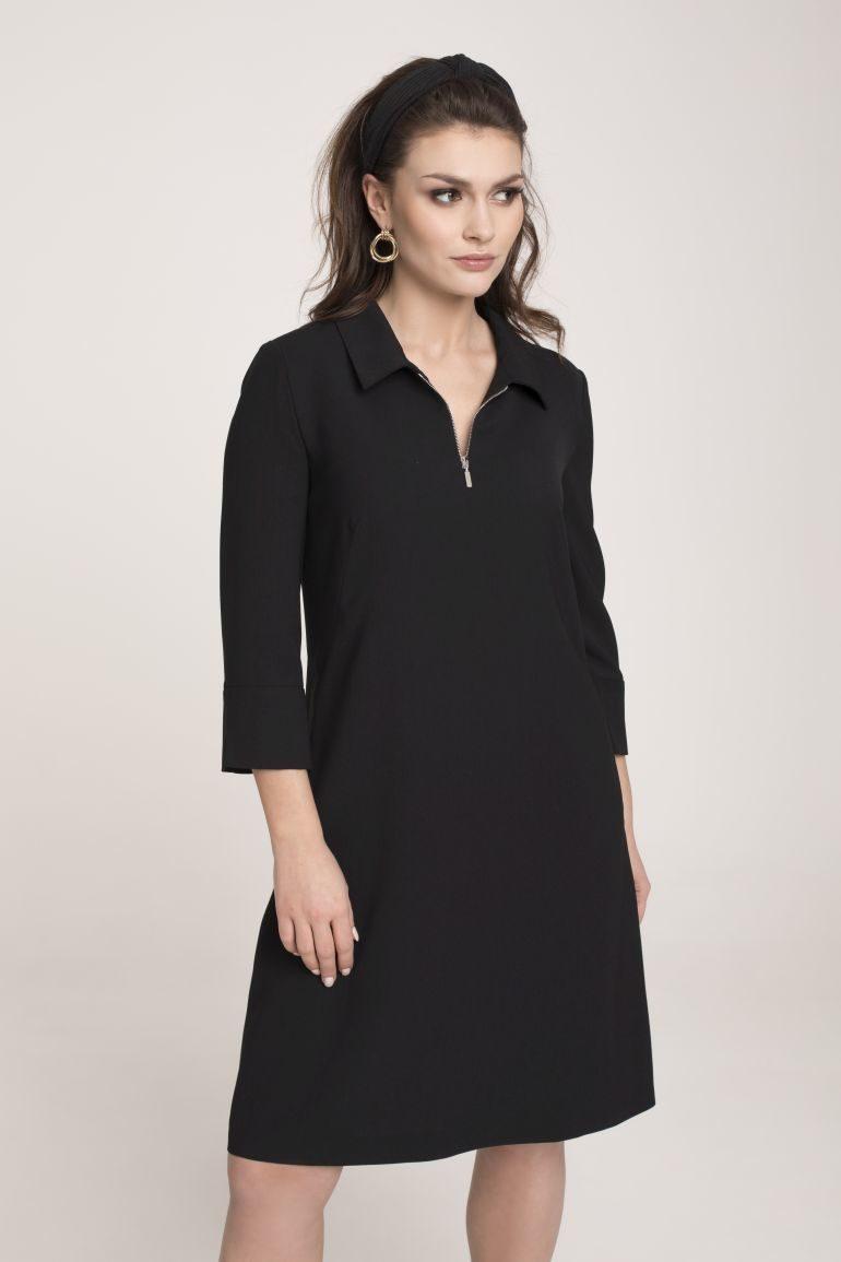 Czarna sukienka z kołnierzykiem