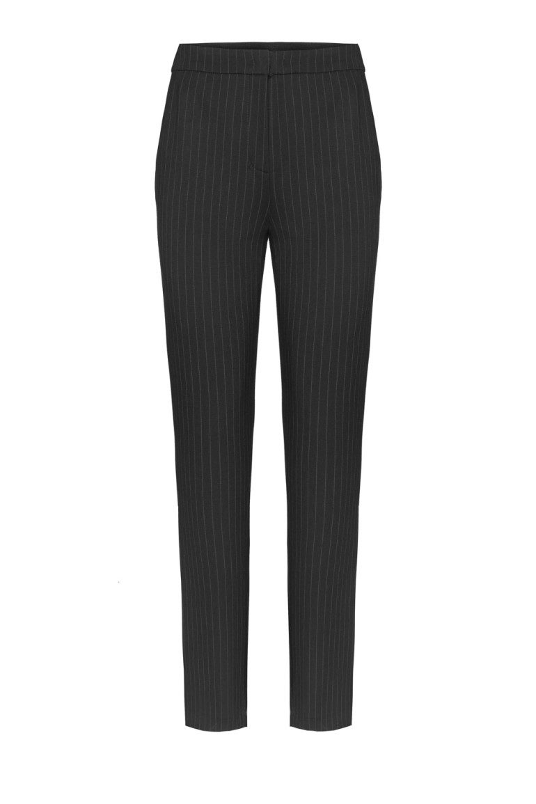 Czarne spodnie w prążek