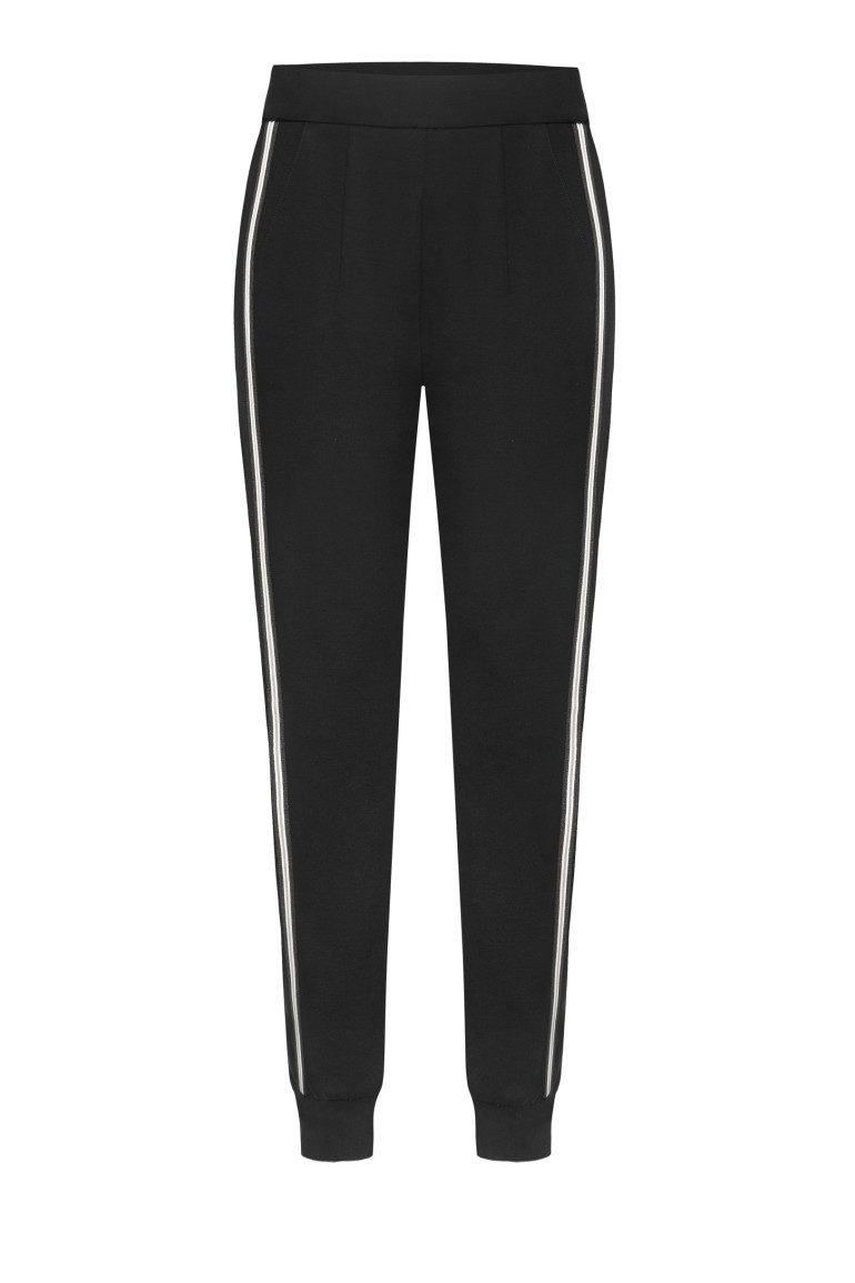 Czarne spodnie dresowe z lampasem