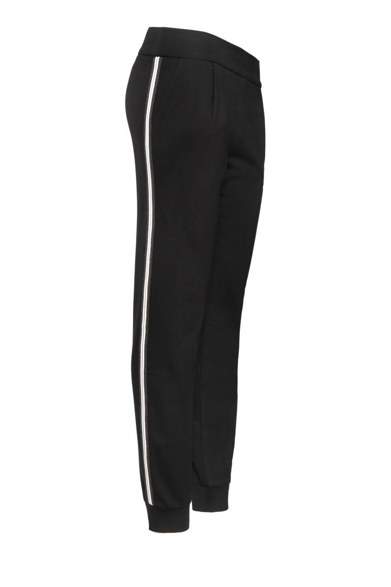 Linia basic Vito Vergelis. Czarne spodnie dresowe z lampasem.