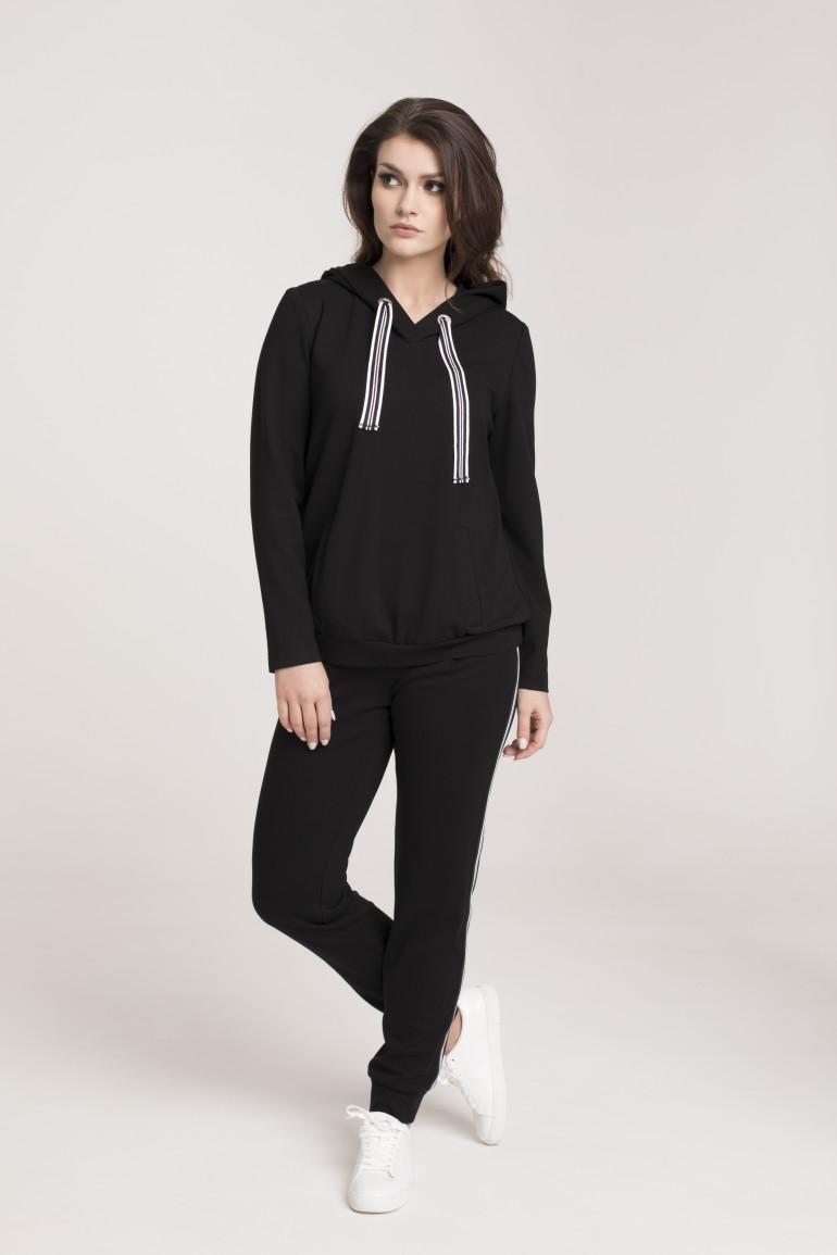 czarny dres damski z lampasami marki Vito Vergelis