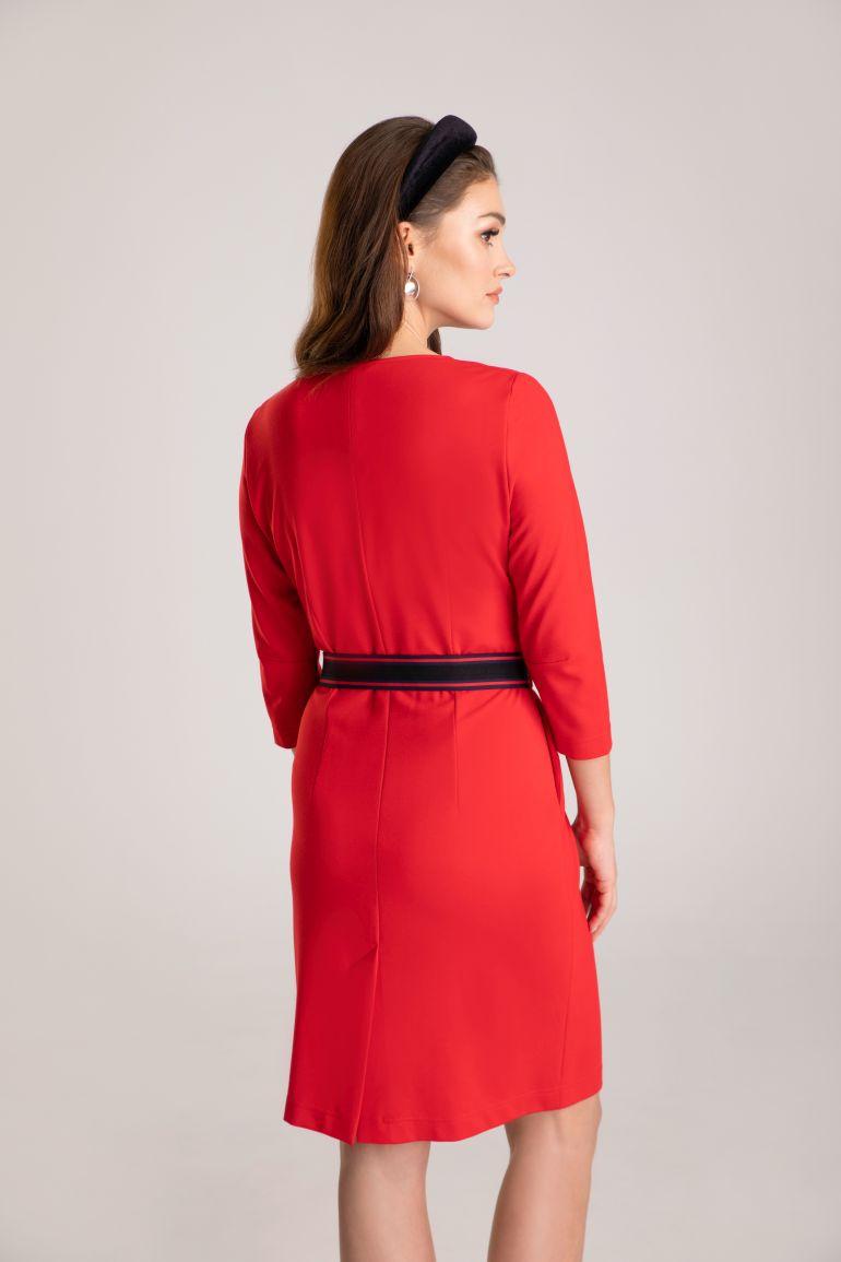 Czerwona sukienka z dzianiny
