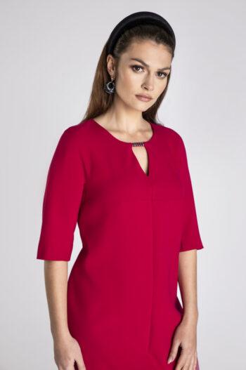 Linia wizytowa. Czerwona sukienka oversize marki Vito Vergelis
