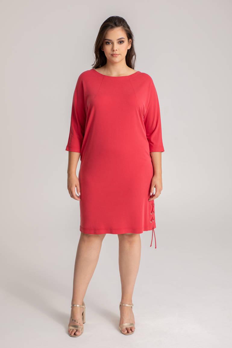 Czerwona sukienka z wycięciem na plecach
