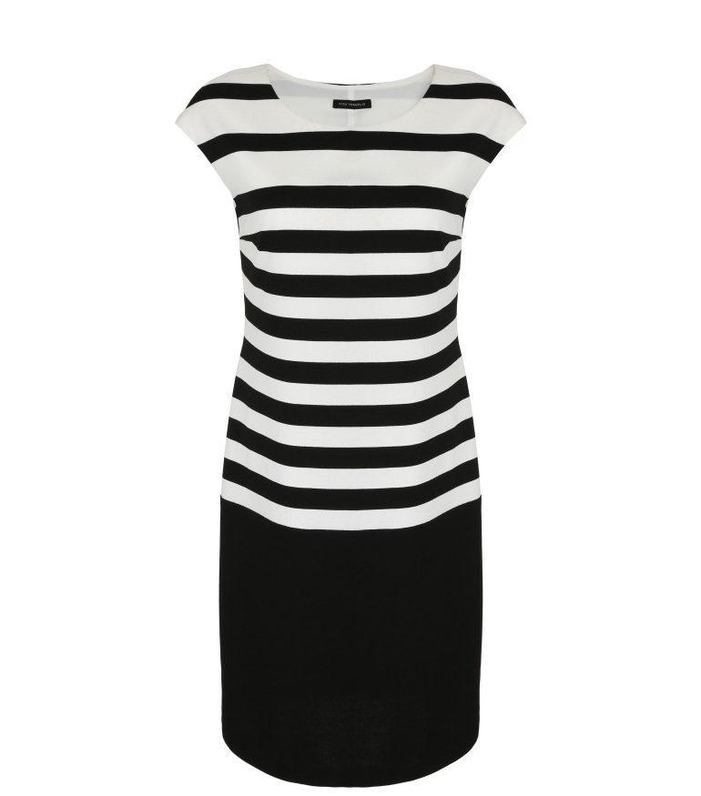 Czarno-biała sukienka z grubej dzianiny