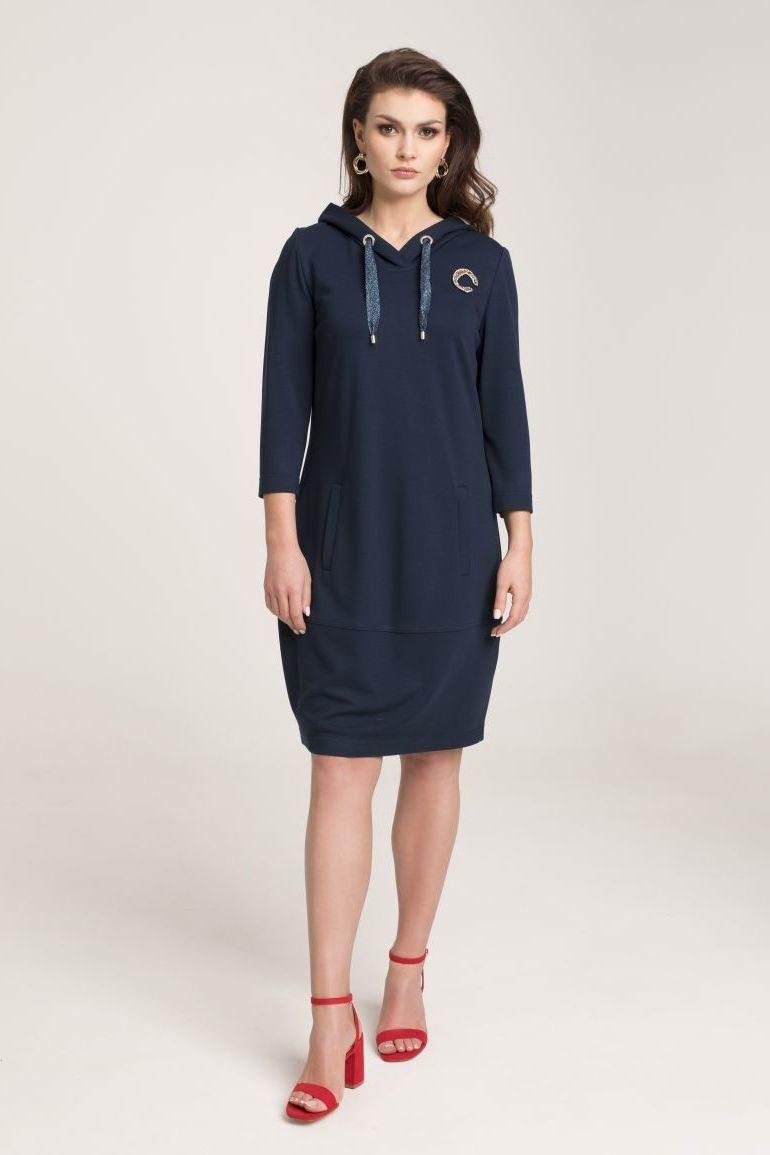 Granatowa sukienka z kapturem