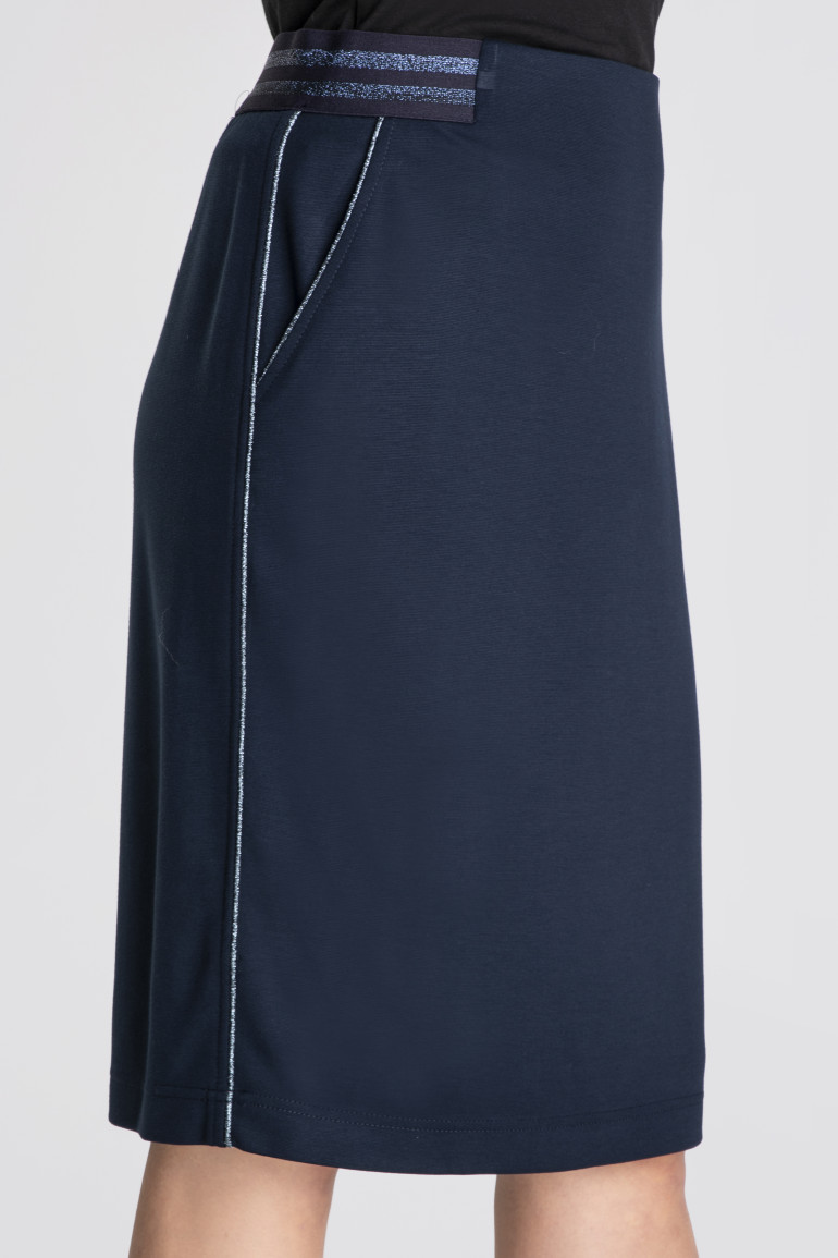 Granatowa spódnica z gumą
