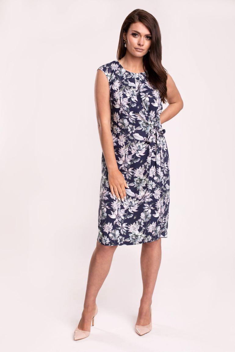 Granatowa sukienka w kwiaty z wiskozy