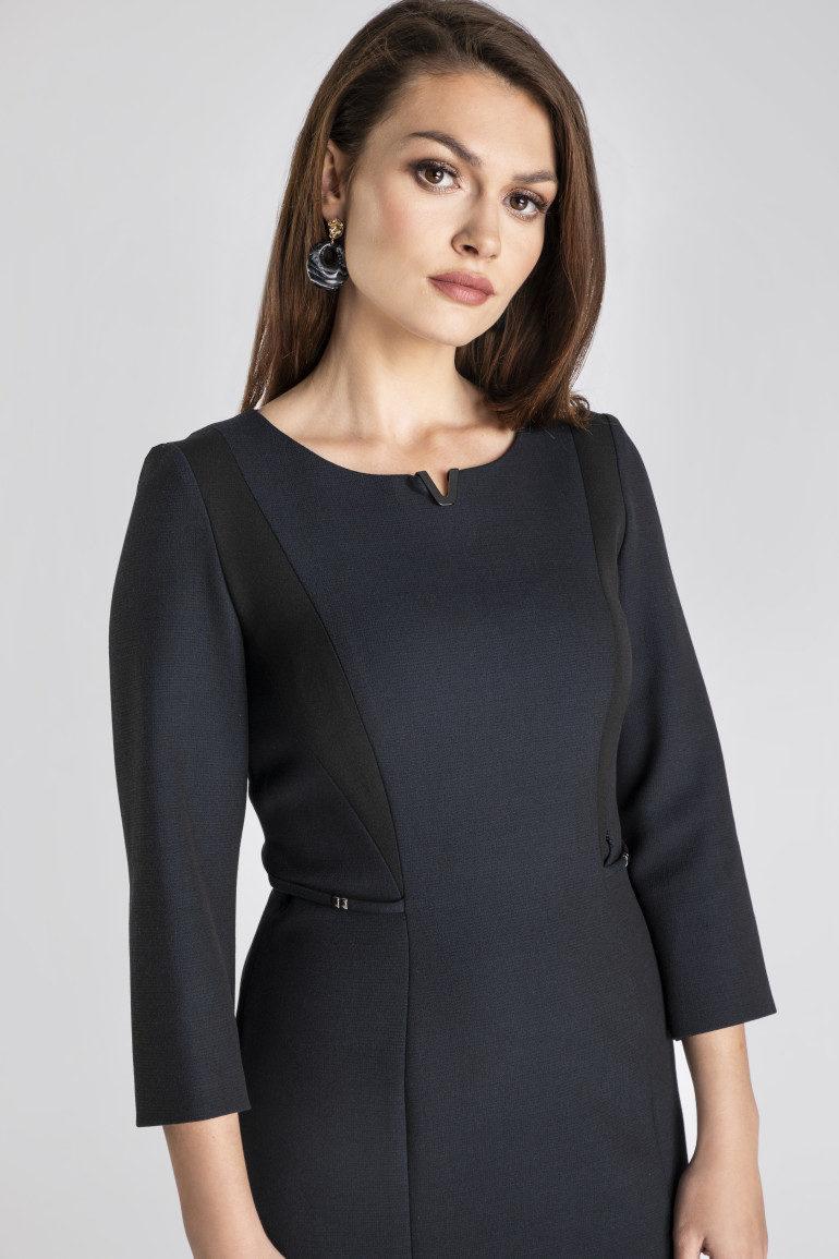 Granatowa sukienka z czarnymi wstawkami