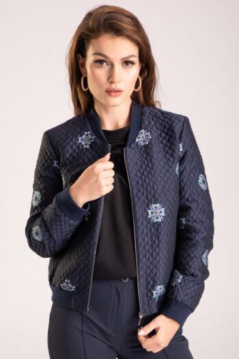 granatowa pikowana kurtka z haftem polskiej marki Vito Vergelis