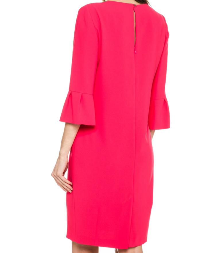Malinowa sukienka z ozdobnym mankietem