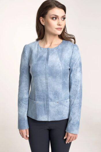 Modelka w błękitnej kurtce. Elegancka kurtka pudełkowa z ekoskóry. Kurtka Vito Vergelis
