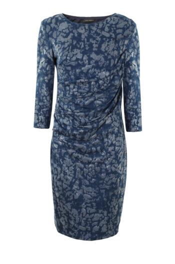 niebieska sukienka ze srebrnym nadrukiem. Sukienka wizytowa polskiej marki Vito Vergelis