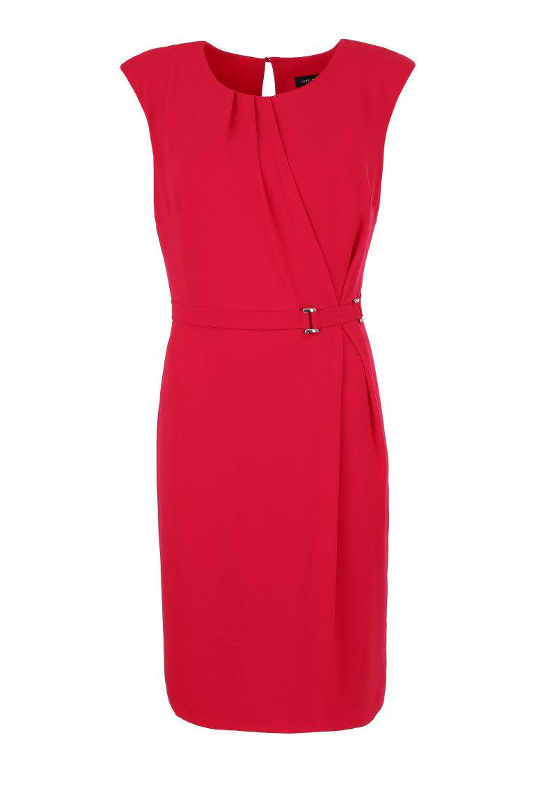 Czerwona sukienka bez rękawów