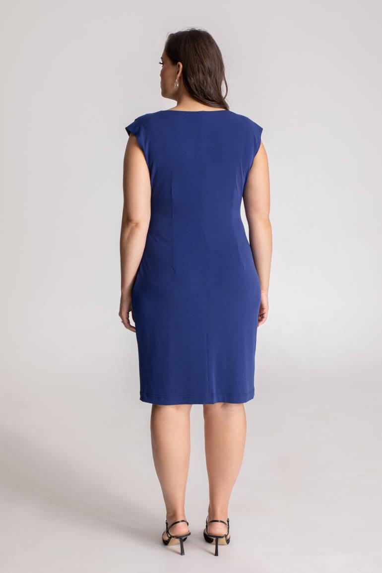 niebieska sukienka z paskiem i marszczeniem