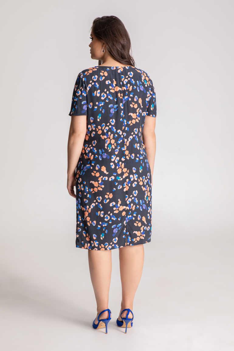 sukienka w cętki z wiskozy z cupro -niebieska sukienka oversize nadruk w cętki - koralowe i kobaltowe - sukienka marki Vito Vergelis