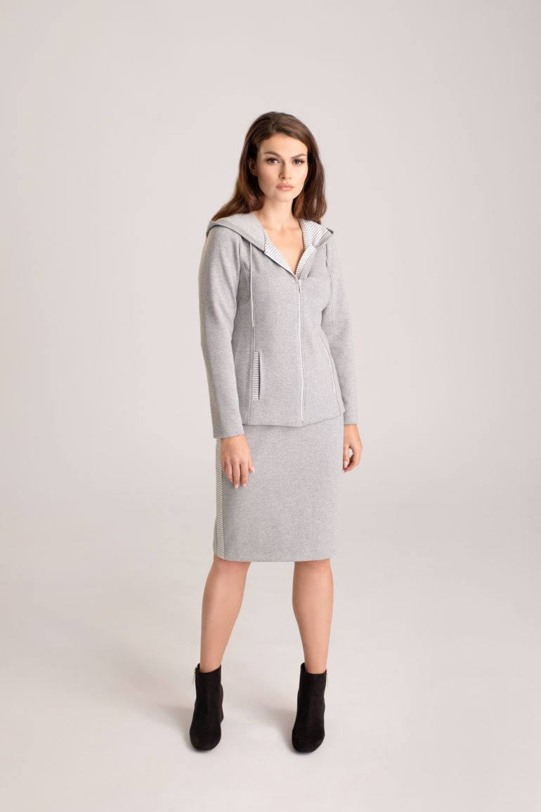 szara bluza damska z kapturem i szara spódnica dzianinowa marki Vito Vergelis
