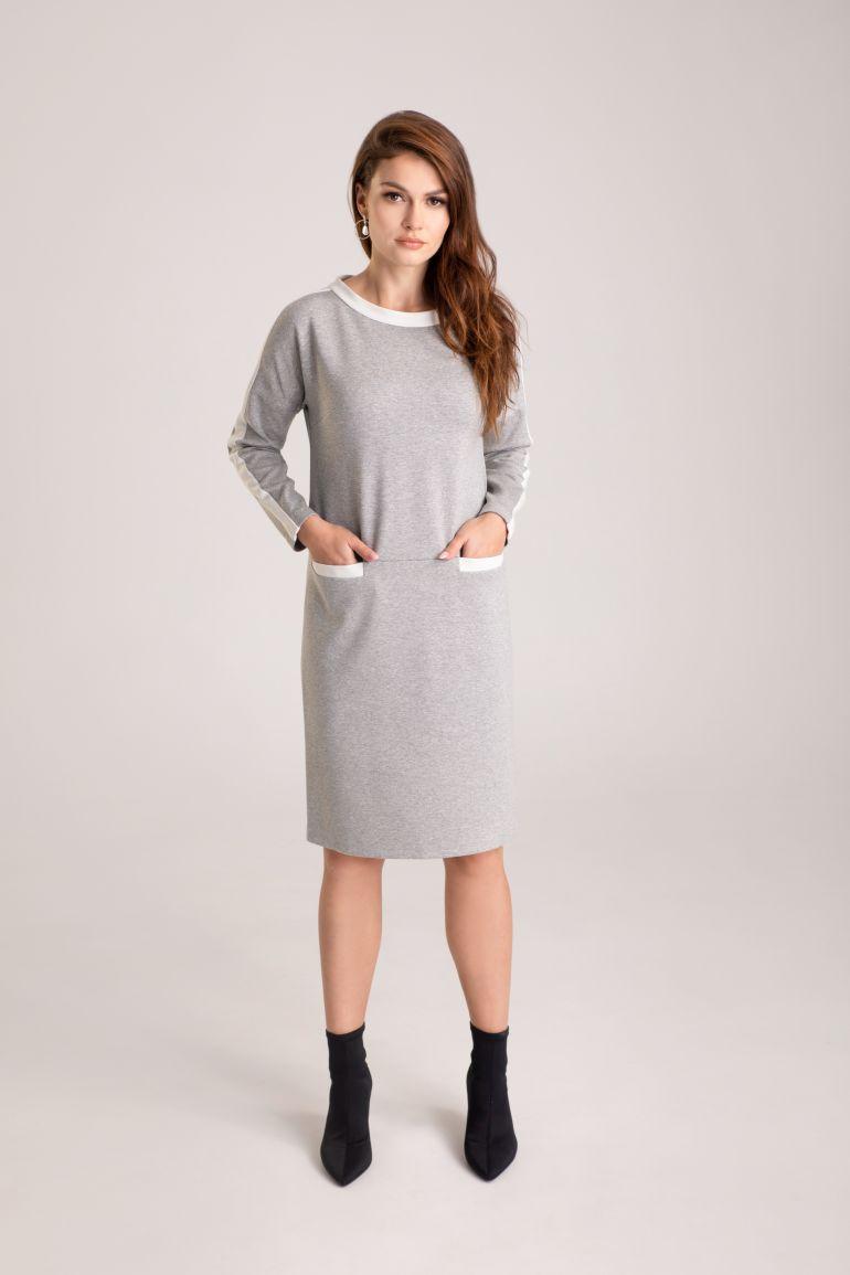 szara sukienka dzianinowa oversize marki Vito Vergelis