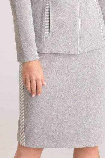Szara spódnica dzianinowa z lampasem w paski polskiej marki Vito Vergelis