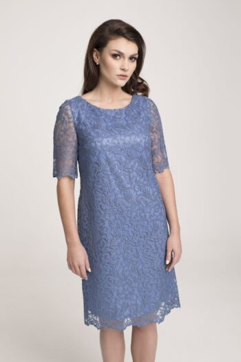 Modelka w niebieskiej sukience Vito Vergelis. Wizytowa sukienka z gipiury niebieska