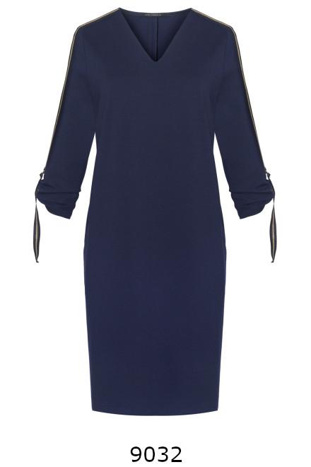 Granatowa dzianinowa sukienka z długim rękawem z ozdobnymi taśmami na ramionach o rękawach. Sukienka Vito Vergelis.