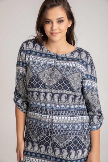 Koszulowa sukienka ściągana w pasie w niebieski nadruk mozaiki. wzorzysta sukienka koszulowa z wizkosy z jedwabiem Vito Vergelis z wiskozy z jedwabiem.