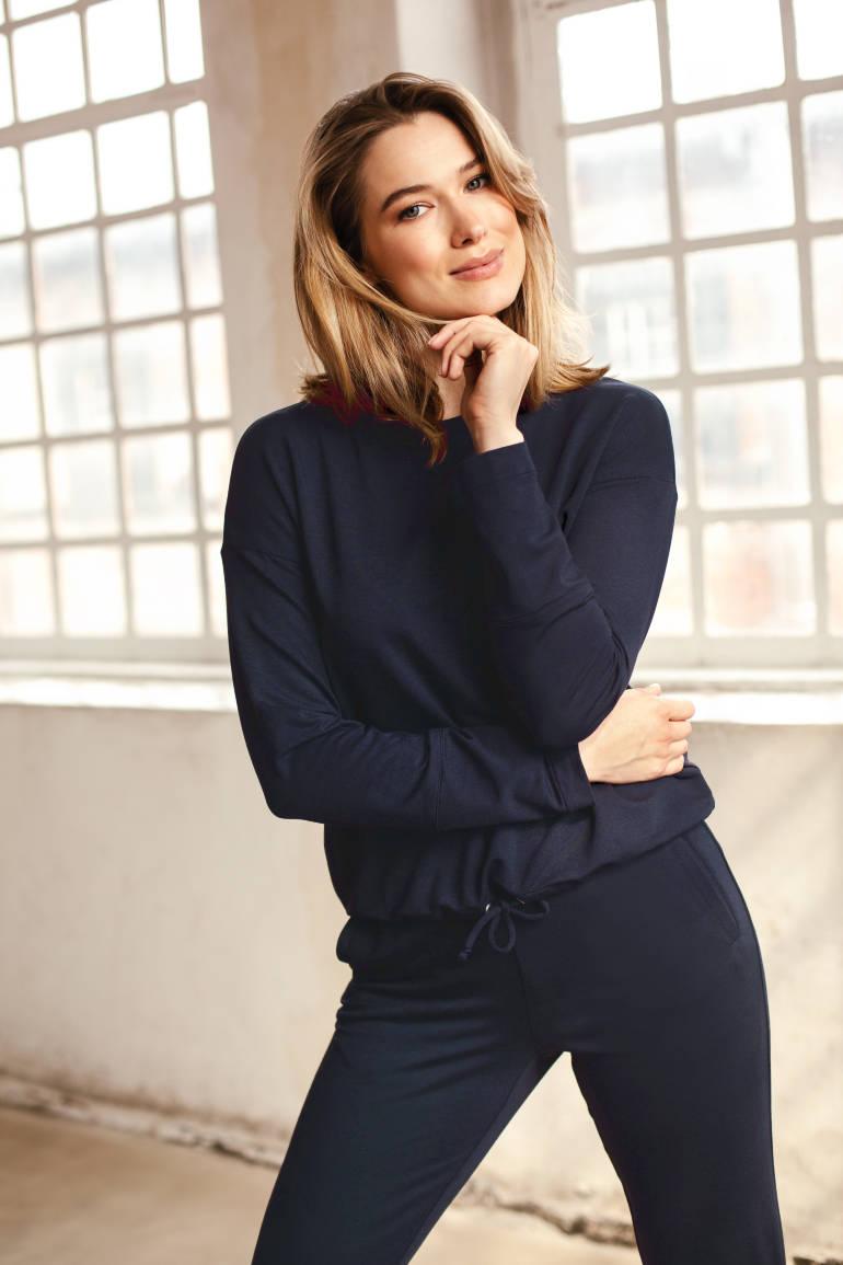 Spodnie dresowe damskie micromodal granatowe i granatowa bluza damska z długim rękawem. Dres damski Vito Vergelis