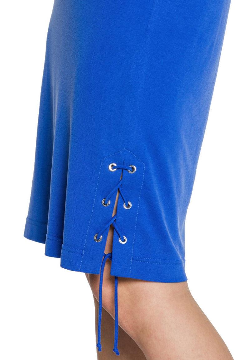Luźna niebieska sukienka